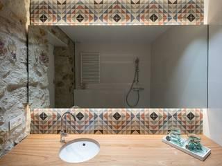 Salle de bains de style  par TONO BAGNO | Pasión por tu baño, Rustique