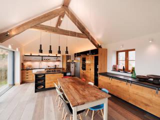 Down Barton, Devon Кухня в стиле модерн от Trewin Design Architects Модерн
