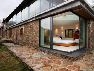 Down Barton, Devon Case moderne di Trewin Design Architects Moderno