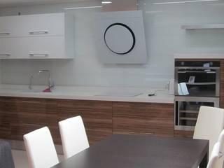 Nhà bếp phong cách tối giản bởi ann-ulya Tối giản