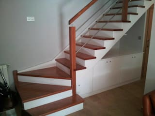 Carpinteria Eguren SL Corridor, hallway & stairsStairs