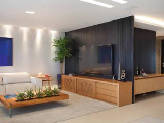 Isabela Lavenère Arquitetura Salas multimedia de estilo moderno
