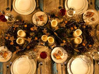 Vistiendo la mesa para Navidad. de MARIANGEL COGHLAN