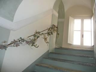 Pasillos, vestíbulos y escaleras de estilo mediterráneo de Ing. Vitale Grisostomi Travaglini Mediterráneo