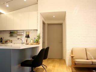 방배동 빌라 리모델링 15PY (신혼집 인테리어): 커먼그라운드의  다이닝 룸