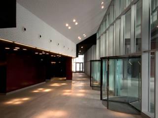 Corredores, halls e escadas modernos por asieracuriola arquitectos en San Sebastian Moderno