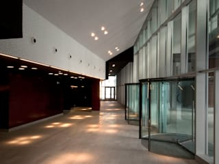 Modern Corridor, Hallway and Staircase by asieracuriola arquitectos en San Sebastian Modern