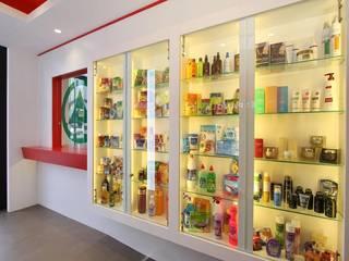 Oficinas Spar Española: Oficinas y Tiendas de estilo  de Solucions Interiorisme