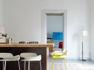La cucina: Cucina in stile in stile Classico di Studio Associato 3813