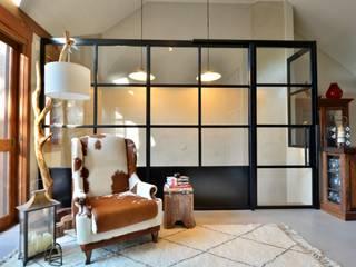 Ruang Keluarga Modern Oleh karen feldman arquitetos associados Modern
