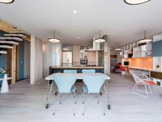 東員の家: ダトリエ一級建築士事務所 LLCが手掛けたリビングです。