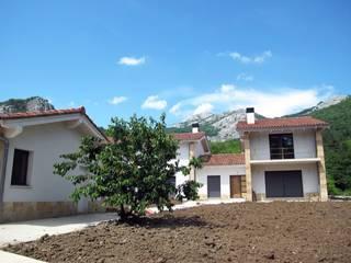 Casa bifamiliar Casas de estilo moderno de Ibon Guillén Arkitektura Moderno