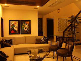 Saraswat's House:  Living room by Design Square