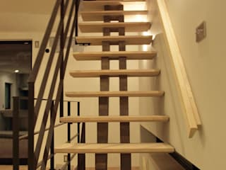 リビング階段の家: Egawa Architectural Studioが手掛けた廊下 & 玄関です。