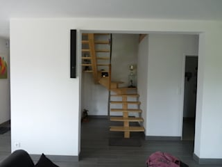 Maison neuve BBC BERNIER ARCHITECTE Couloir, entrée, escaliers modernes