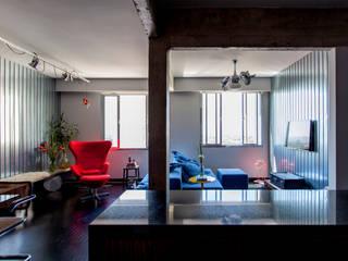Salas multimedia modernas de Tria Arquitetura Moderno