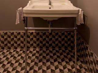 APARTAMENTO CERQUEIRA CESAR: Banheiros  por Tria Arquitetura,Moderno