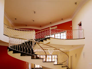 Luciano Esteves Arquitetura e Design Classic style corridor, hallway and stairs