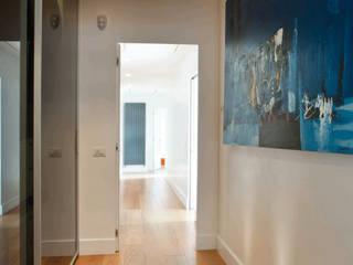 Modern corridor, hallway & stairs by SERENA ROMANO' ARCHITETTO Modern