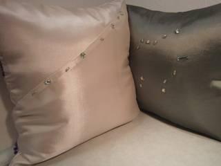 Kissen aus beigefarbenem und grünem Taft:   von schneiderei jerke