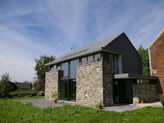 Maison lumineuse et écologique. ARTERRA Maisons originales Aluminium/Zinc Gris