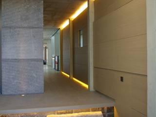 Maison H à Bruxelles ARTERRA Couloir, entrée, escaliers minimalistes Pierre Gris