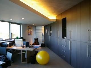 Maison H à Bruxelles ARTERRA Bureau minimaliste Bois Marron