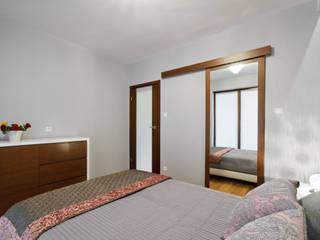 Mieszkanie w kobiecych klimatach Nowoczesna sypialnia od ZAWICKA-ID Projektowanie wnętrz Nowoczesny