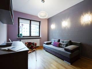 Mieszkanie w kobiecych klimatach Nowoczesne domowe biuro i gabinet od ZAWICKA-ID Projektowanie wnętrz Nowoczesny