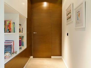 Dom na Białołęce Nowoczesny korytarz, przedpokój i schody od ZAWICKA-ID Projektowanie wnętrz Nowoczesny