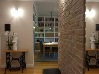 Mieszkanie na Bemowie po remoncie Nowoczesny korytarz, przedpokój i schody od ZAWICKA-ID Projektowanie wnętrz Nowoczesny