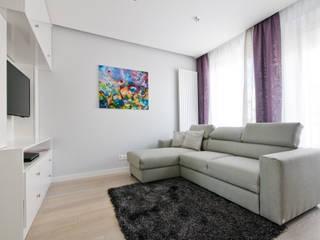 Mieszkanie weekendowe w stylu glamour Nowoczesny salon od ZAWICKA-ID Projektowanie wnętrz Nowoczesny