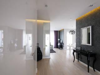Mieszkanie weekendowe w stylu glamour Nowoczesny korytarz, przedpokój i schody od ZAWICKA-ID Projektowanie wnętrz Nowoczesny