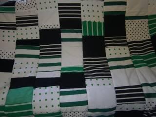 grün-weiß-schwarze Patchworkdecke:   von schneiderei jerke