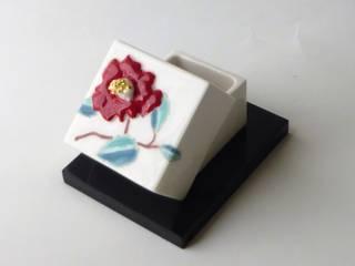 磁器 ちいさな三猿と椿のふたもの: はなわかが手掛けた折衷的なです。,オリジナル