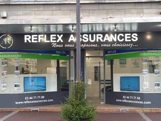 REFLEX ASSURANCES: Espaces commerciaux de style  par MC Architecture