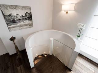 Klassischer Flur, Diele & Treppenhaus von Melissa Giacchi Architetto d'Interni Klassisch