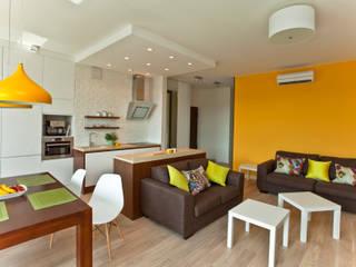 Mieszkanie dla młodej kobiety Nowoczesny salon od ZAWICKA-ID Projektowanie wnętrz Nowoczesny