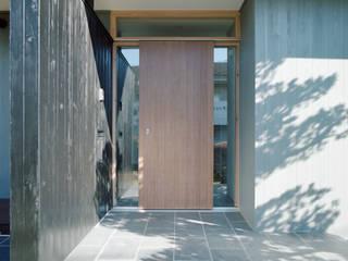 AIDAHO Inc. Pasillos, vestíbulos y escaleras de estilo minimalista Madera