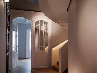 Sanchez y Delgado Modern Corridor, Hallway and Staircase