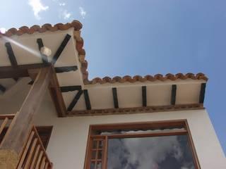 Proyectos: Casas de estilo  de AUGUSTO AYALA