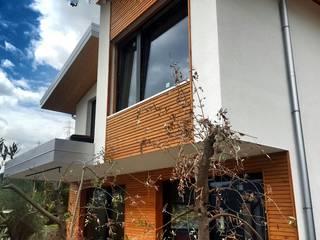 Casa Unifamiliare Case moderne di Legnocamuna Case Moderno