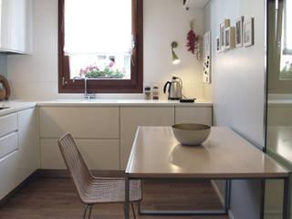 Interno I.3: Cucina in stile  di Green Studio architettura + design