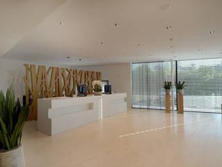 Innenausbau Raiffeisenbank, Obfelden ZH:  Geschäftsräume & Stores von Fröhlich Architektur AG,Modern