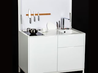 Des mini-cuisines spécialement conçues pour les petits espaces:  de style  par Charlotte Raynaud Studio