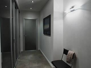 Дизайнер Ольга Айсина Minimalist corridor, hallway & stairs