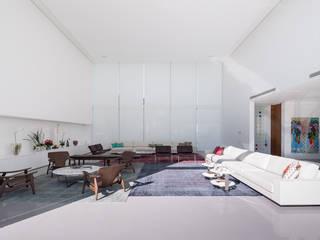 Joana França Salas de estilo minimalista