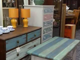 Tus muebles se maquillan!!!:  de estilo  de COLUMPIU