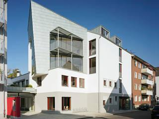 Umbau der städtischen Wagenhallen zum Gemeindezentrum:  Veranstaltungsorte von Noesser Padberg Architekten GmbH