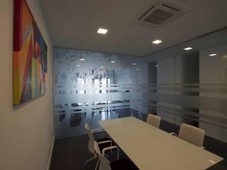 ADECUACIONES DE OFICINAS: Estudios y despachos de estilo  de MMTarquitecto